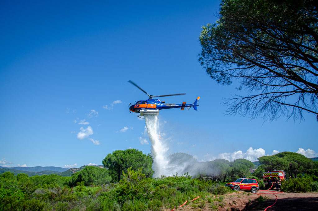 Travail aerien - Lutte contre les feux de forêt - Mont Blanc Hélicoptère Oléron